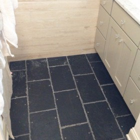 ReclaimedRoofingSlate_WelshBlack_bathroomfloor_2